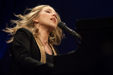 18330235 - london, canada - march 4, 2013. canadian jazz singer and pianist, diana krall performs at the budweiser gardens in london canada.